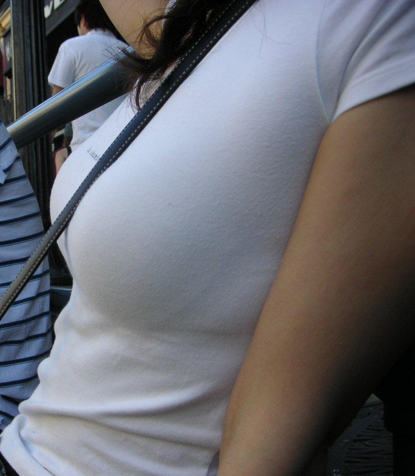 デカい乳房にカバンのベルトが食い込んでる女の子 (10)