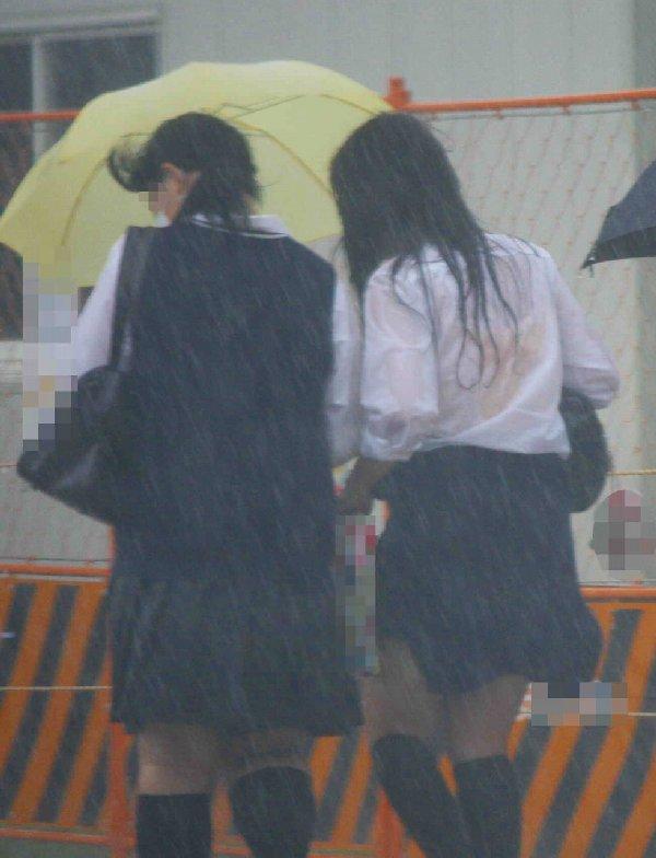 下着が透けて見えちゃった女子高生 (16)
