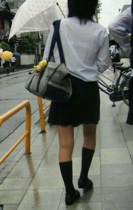 下着が透けて見えちゃった女子高生 (12)