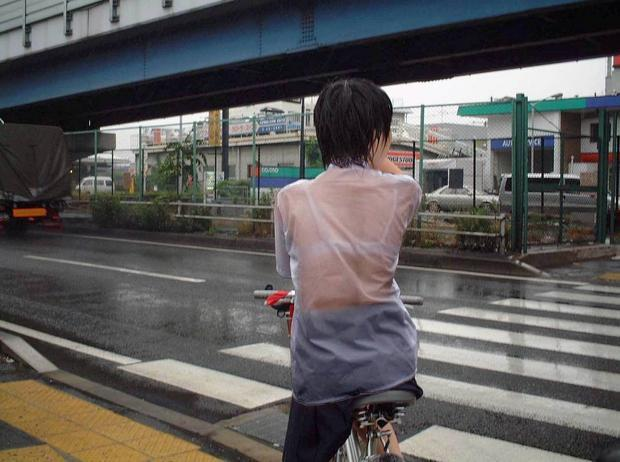 下着が透けて見えちゃった女子高生 (11)