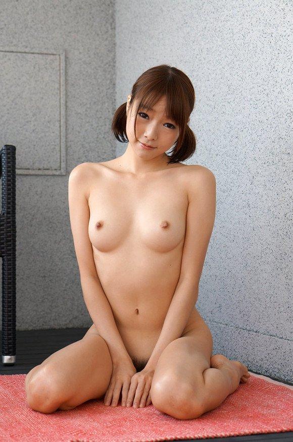 ツインテールで全裸になるとエロさ倍増 (3)