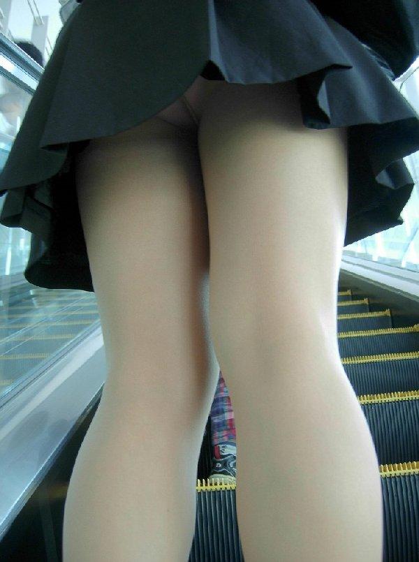 思いっきり下着が見えている女の子 (15)