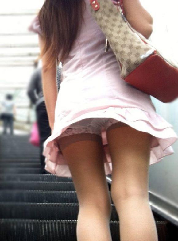 思いっきり下着が見えている女の子 (5)