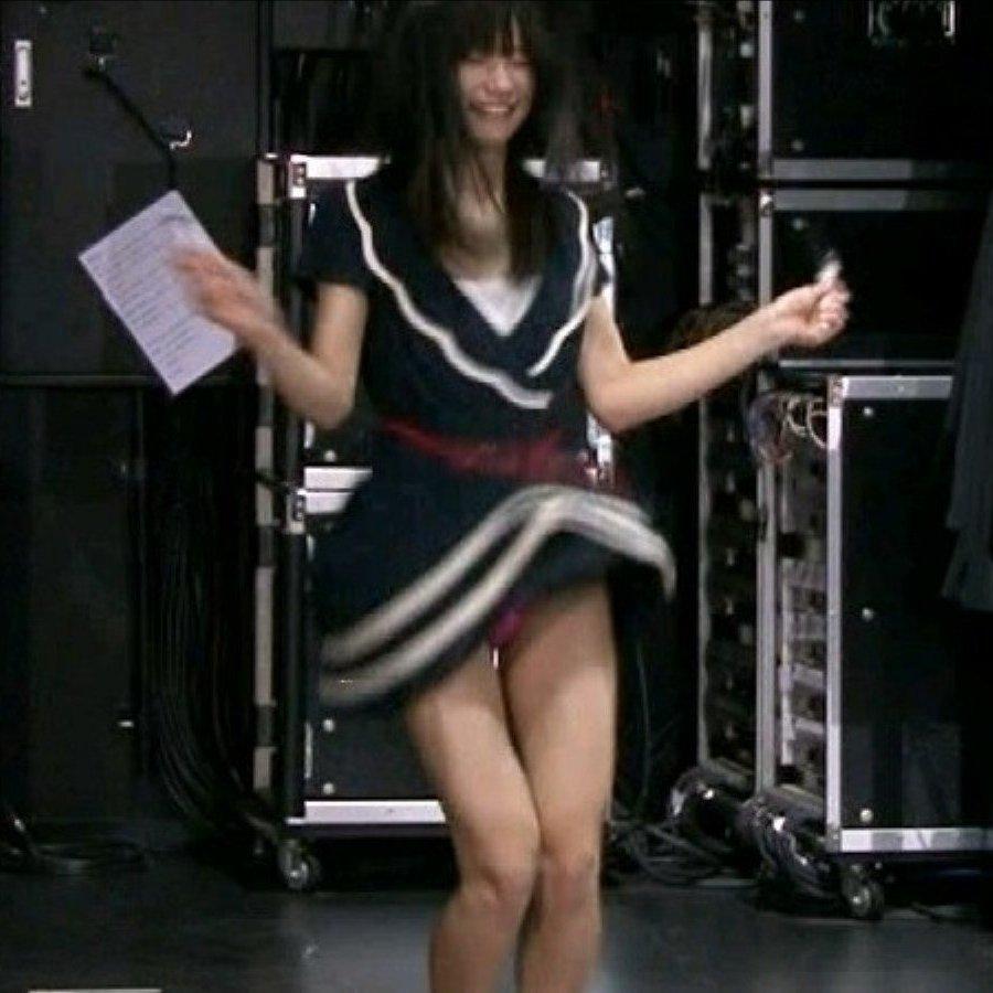 アイドルの下着が全国放送されちゃった (1)