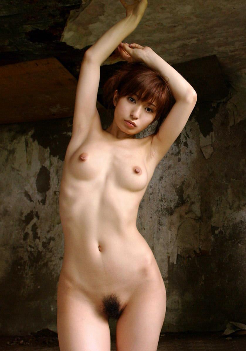 脇の下と乳房を露出している女の子 (16)