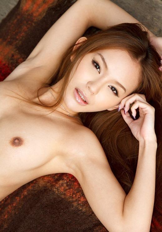 脇の下と乳房を露出している女の子 (5)
