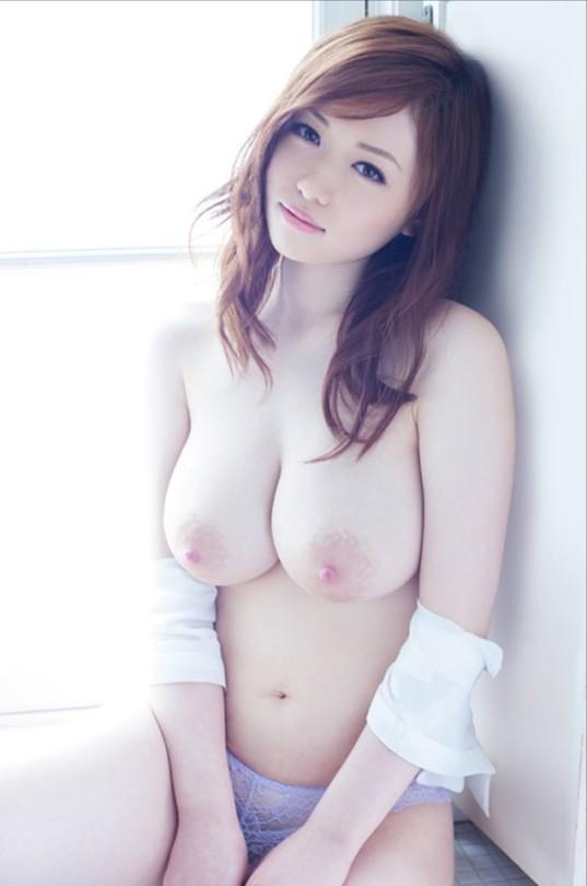 大きさも形も最上級の美巨乳ヌード (9)