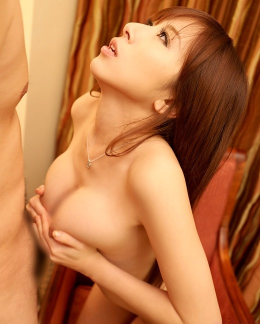 大きな乳房で挟んでシコる (7)