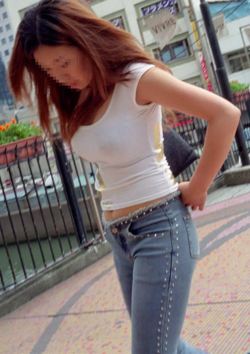 デカい乳房が隠しきれない素人さん (15)