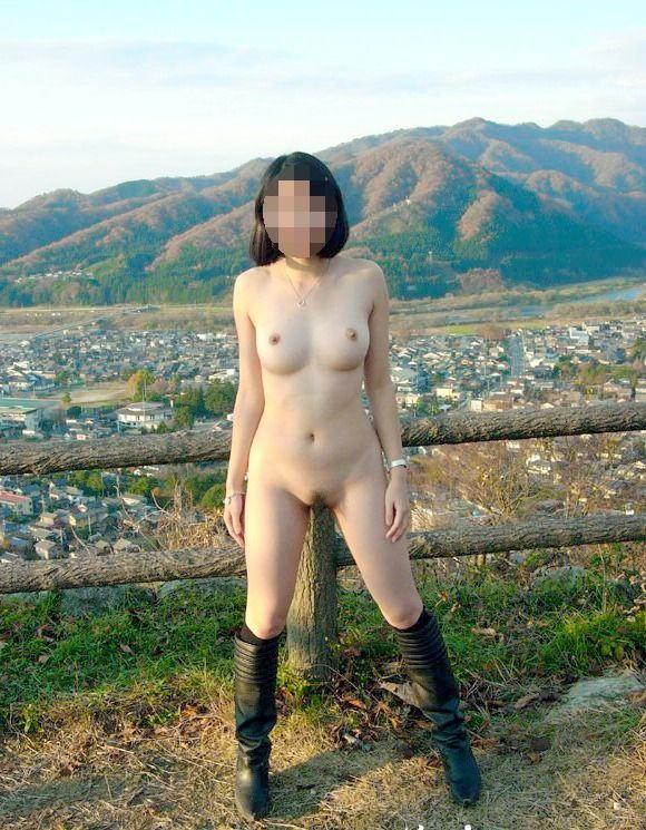 野外でも店内でも全裸にならないと気が済まない素人さん (2)