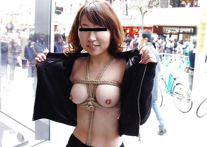 野外でも店内でも全裸にならないと気が済まない素人さん (12)