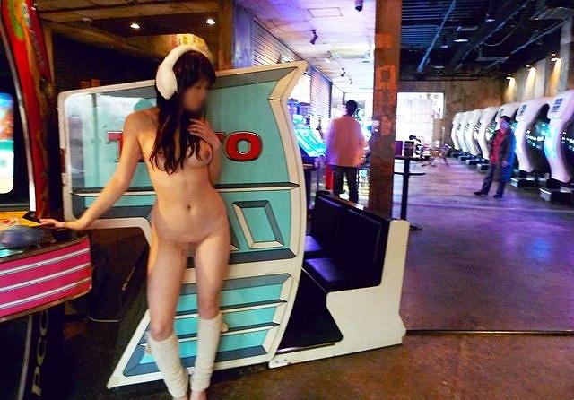 お店の中で素っ裸になっちゃう素人さん (14)