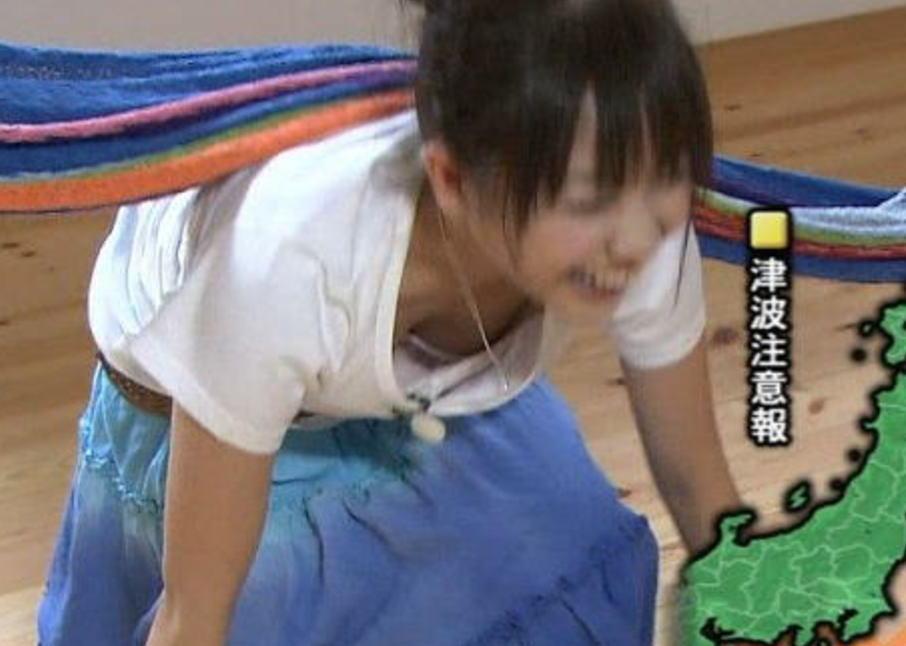 芸能人がオッパイを見せちゃうハプニング (5)