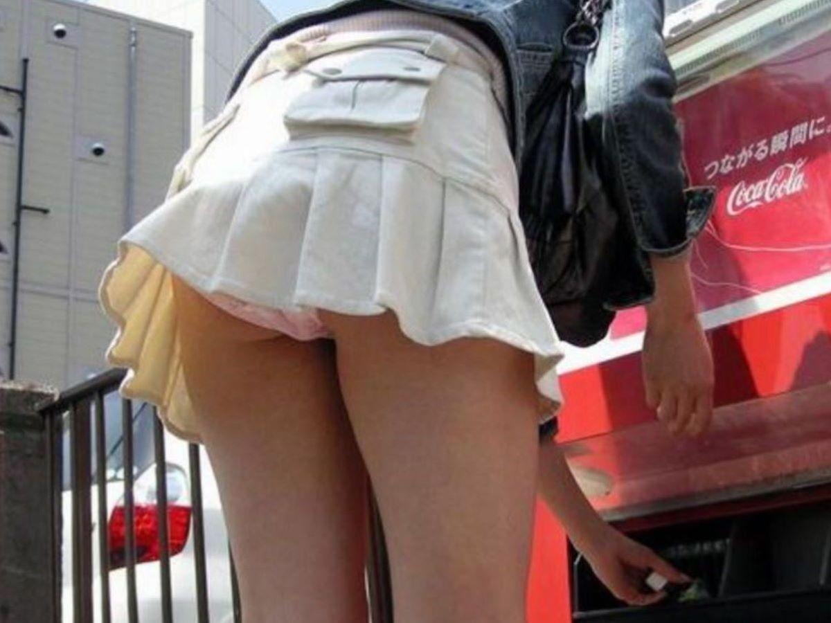 ふとした拍子に下着が見ちゃうスカート (5)