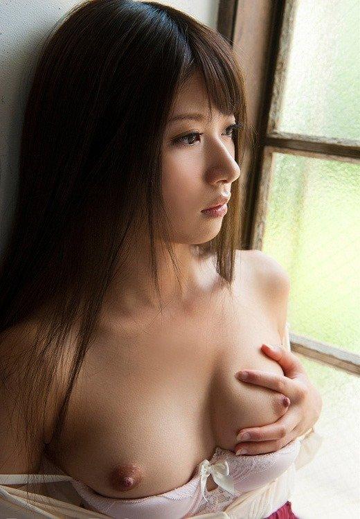 乳頭がツンと突き出た美乳おっぱい (7)