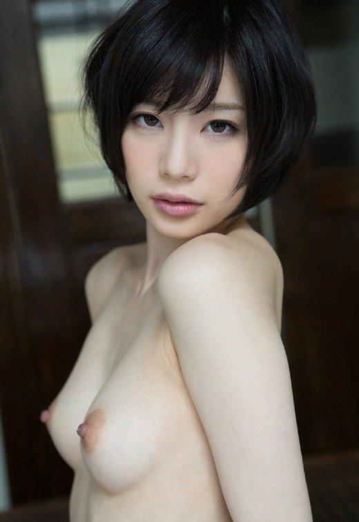 乳頭がツンと突き出た美乳おっぱい (2)