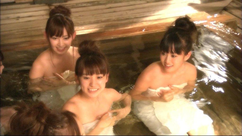 芸能人が温泉に入る場面をキャプチャ (9)