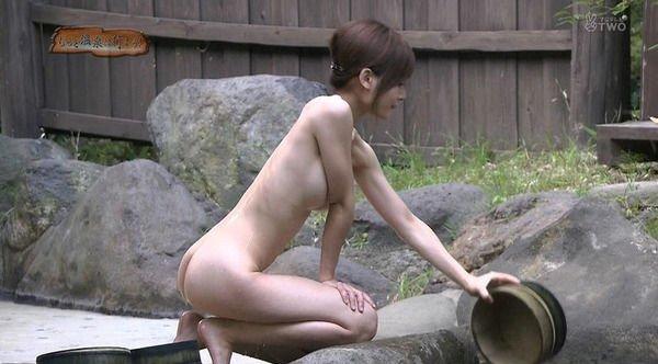芸能人が温泉に入る場面をキャプチャ (20)