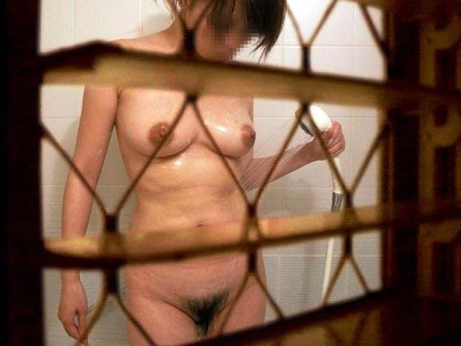 部屋や風呂場で素っ裸になった女の子が見えた (3)