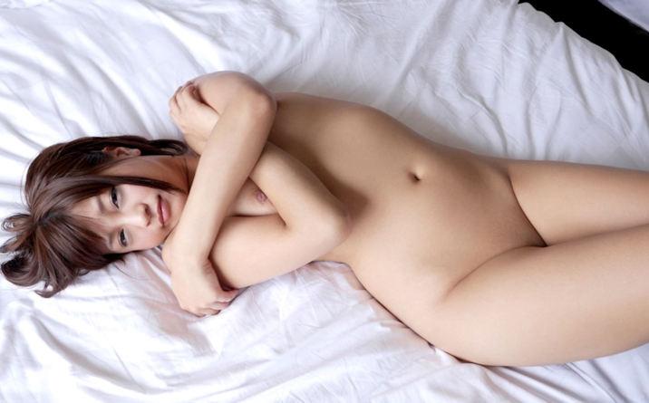 股間の陰毛を全部剃ってツルツルにしている女の子 (5)