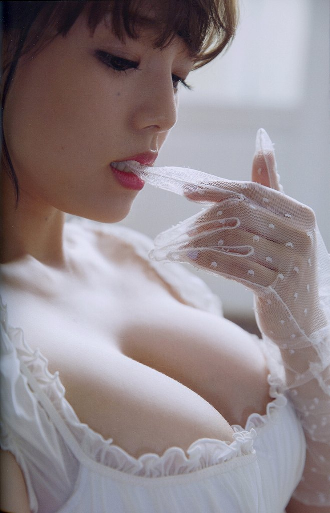 可愛くてデカパイのグラドル、篠崎愛 (20)