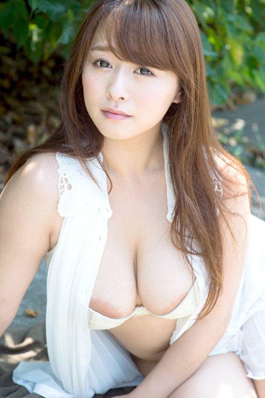 童顔巨乳な奥様の激しいSEX、白石茉莉奈 (2)