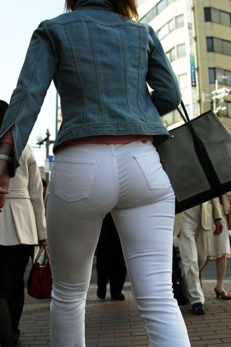 お尻側から下着が透けてる素人さん (5)