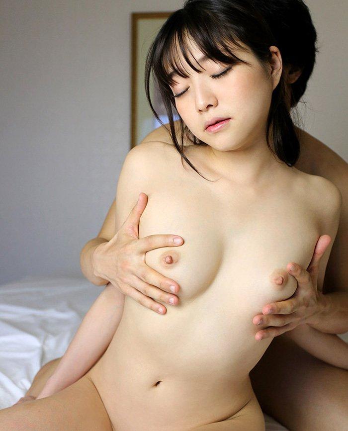 アイドルのような可愛さでSEXしまくる、涼川絢音 (21)