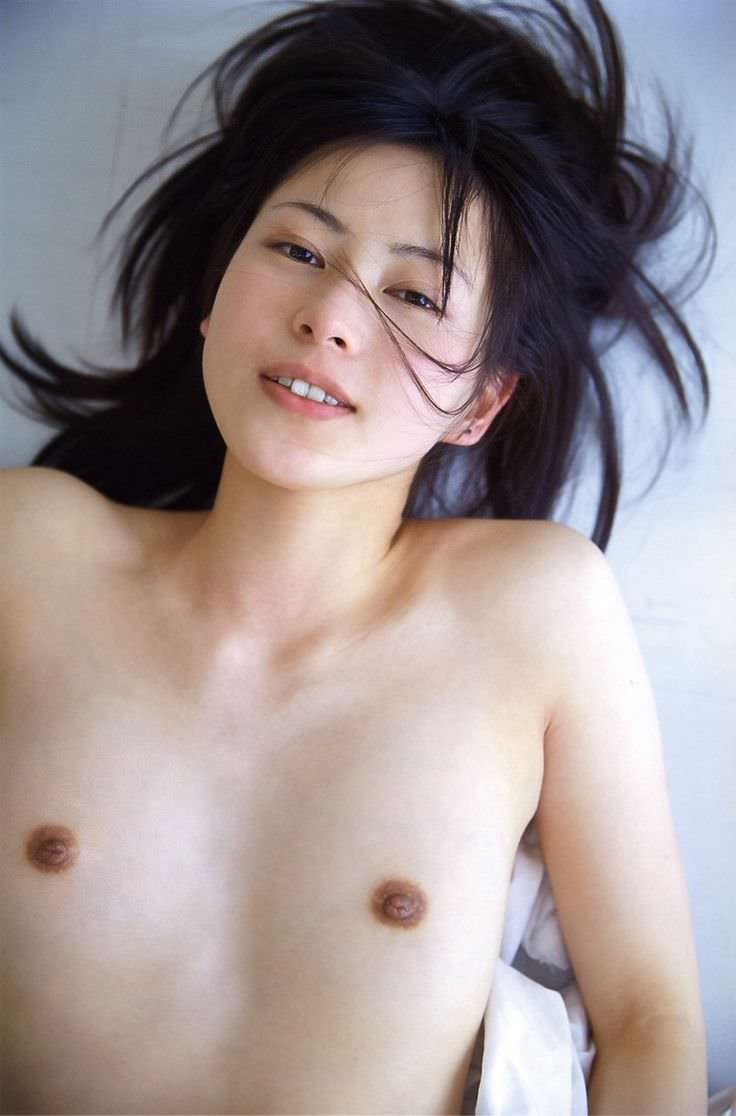 ちっちゃい乳房とキュートな乳首 (6)