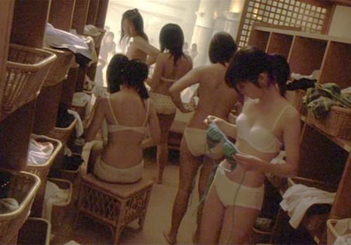 服を脱いで素っ裸になる素人さん (17)