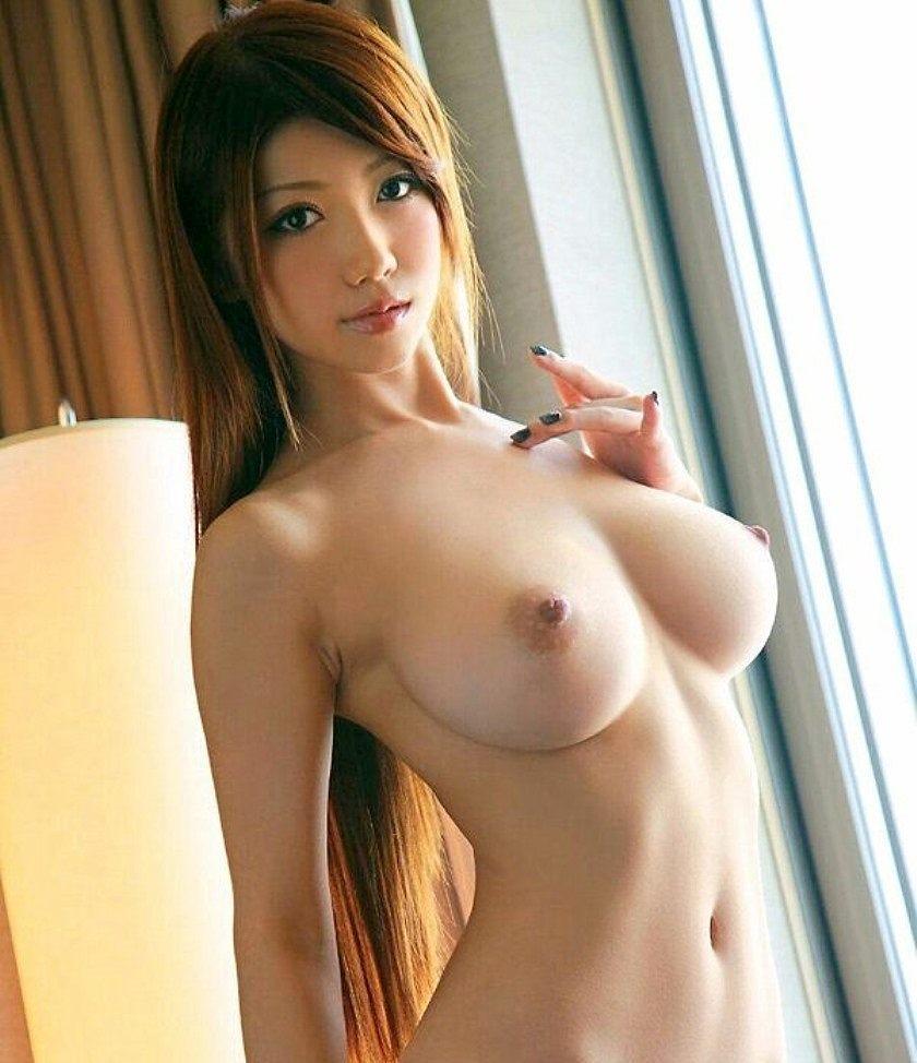 ウエストがキュッと締まった美しい裸体 (8)
