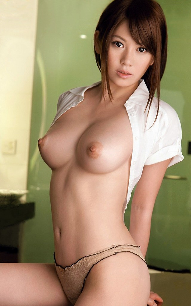 ウエストがキュッと締まった美しい裸体 (11)
