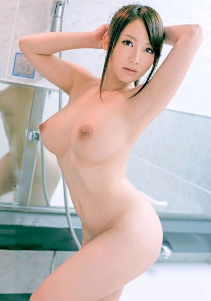腰が細くてS字カーブがセクシーな全裸姿 (13)