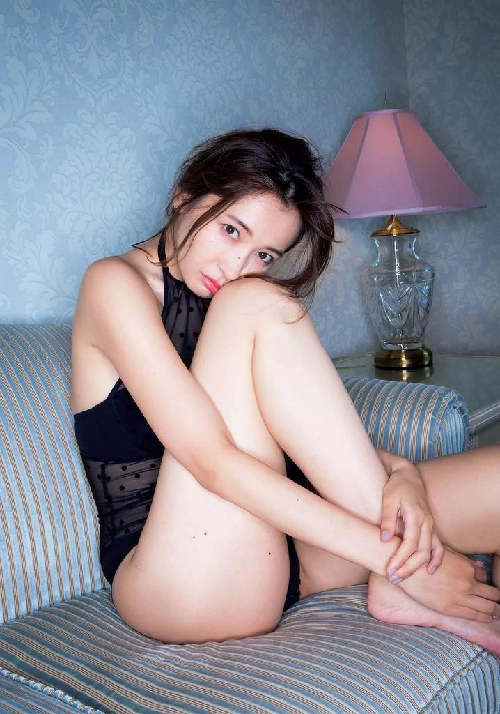セクシーな色気全開のグラビアアイドル、山崎真実 (16)