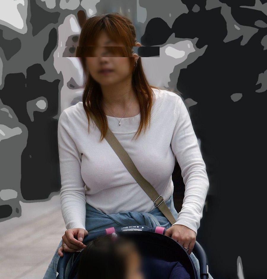 爆乳化している若奥様の乳房 (19)