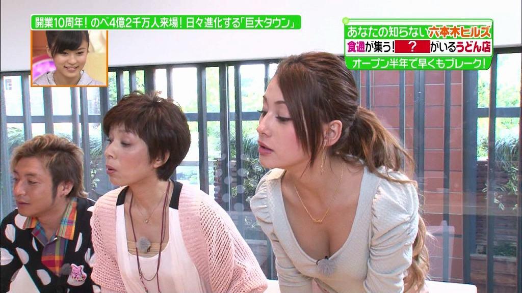 TVで乳房まで見せてしまった姿を放送される (12)