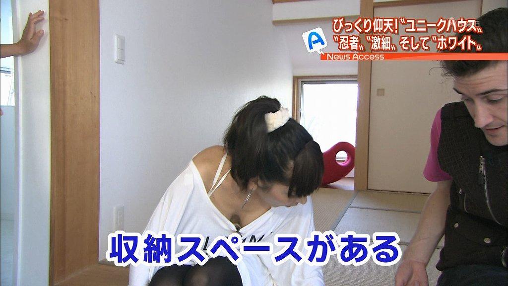 TVで乳房まで見せてしまった姿を放送される (11)