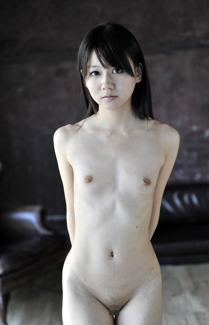 ちっちゃい乳房がキュートなオッパイ (16)