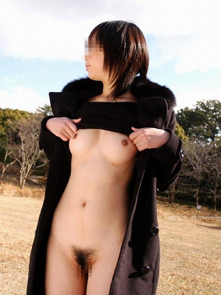 素っ裸で記念撮影しちゃう素人さん (19)