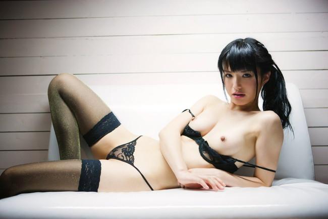 髪を縛った可愛い女の子の全裸姿がセクシー (7)