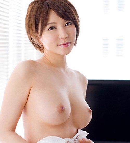 性欲溢れるSEXで絶頂する美女、里美ゆりあ (1)