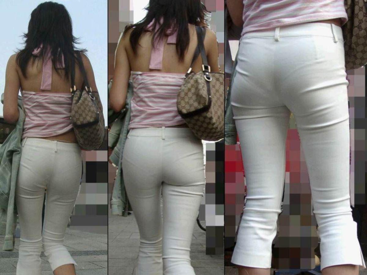 下着が透けたまま街を歩く女の子 (2)