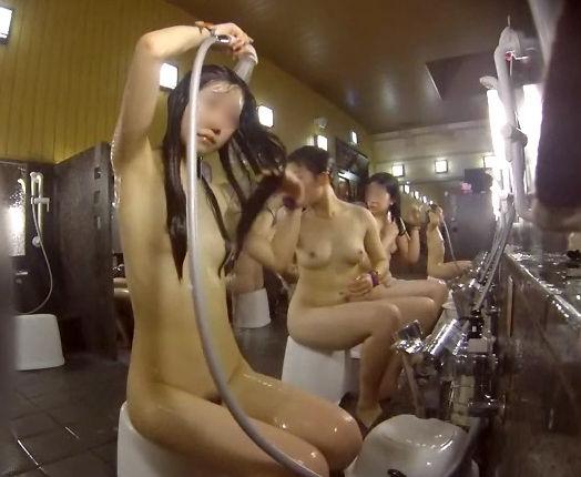 銭湯でシャワーを浴びている素人さんを覗き見 (10)