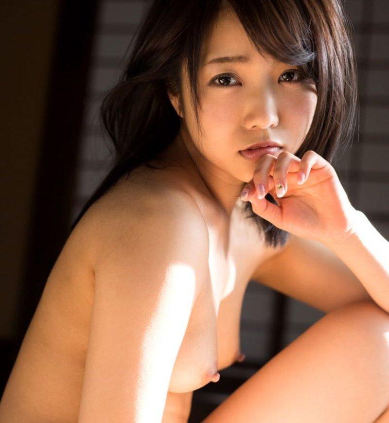 戸田真琴、透明感のある清楚系美少女が中出しセックスで乱れまくる
