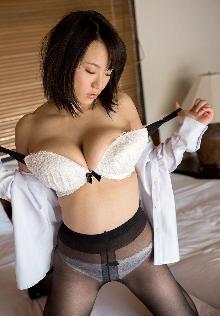 服や下着を脱いでいる最中の女の子 (14)