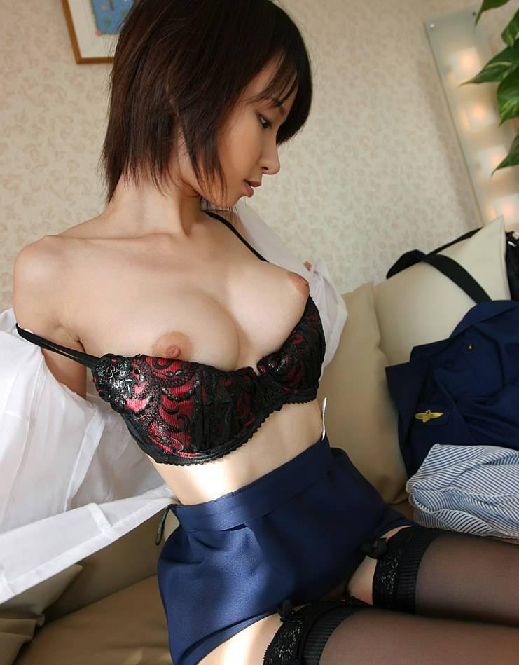 服や下着を脱いでいる最中の女の子 (6)