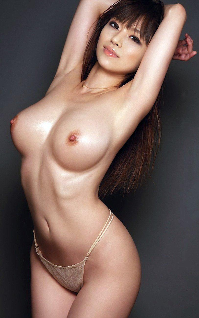 デカいのに美乳な乳房のヌード (12)