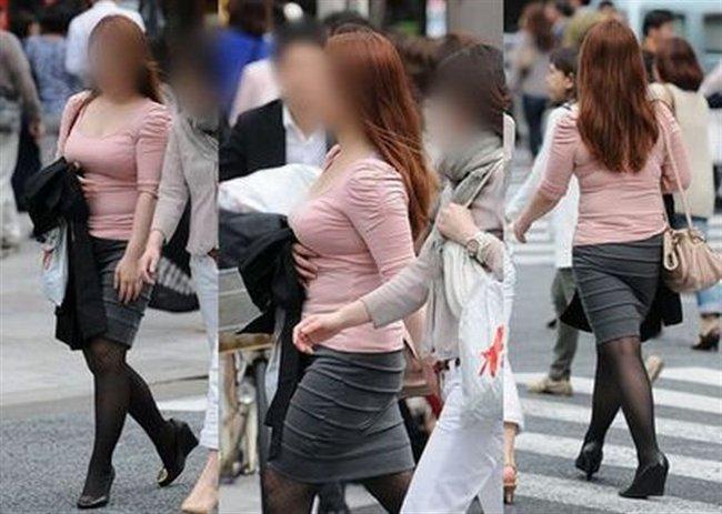 デカい乳房を揺らしながら街を歩く素人さん (12)