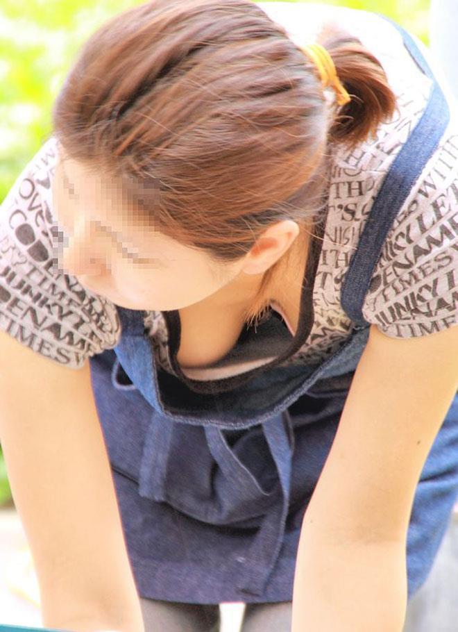 乳房とか乳首が見えまくってる素人さん (13)