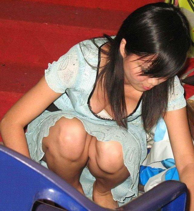 乳房とか乳首がチラチラ見えてる素人さん (4)